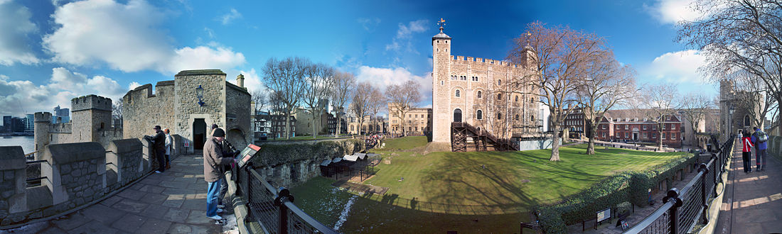 Panoramic_view_from_Tower_of_London_cropped