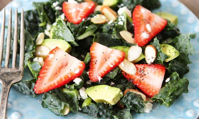 0Kale_Strawberry_Avocado_Salad_6